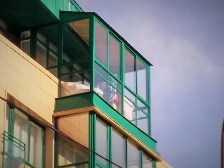 Остекление балконов на последнем этаже