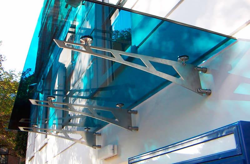 Стеклянные козырьки и навесы – архитектурное чудо