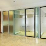 Стеклянные двери из алюминиевого профиля